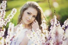 ξανθές νεολαίες γυναικών πορτρέτου ρομαντικές Στοκ φωτογραφία με δικαίωμα ελεύθερης χρήσης
