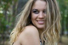ξανθές νεολαίες γυναικώ& Στοκ Φωτογραφία