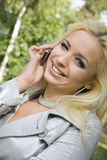 ξανθές νεολαίες γυναικώ& Στοκ εικόνα με δικαίωμα ελεύθερης χρήσης