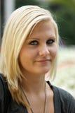 ξανθές νεολαίες κοριτσ&i Στοκ Εικόνες