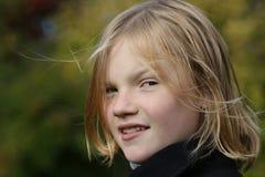 ξανθές νεολαίες κοριτσ&io Στοκ Φωτογραφίες