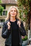 ξανθές νεολαίες γυναικών πορτρέτου Στοκ Φωτογραφίες