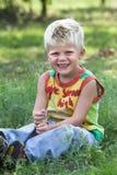 ξανθές χαριτωμένες νεολαίες κατσικιών στοκ εικόνα