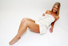 ξανθή γυναίκα πετσετών Στοκ εικόνες με δικαίωμα ελεύθερης χρήσης