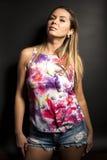 ξανθή γυναίκα πορτρέτου Στοκ εικόνες με δικαίωμα ελεύθερης χρήσης