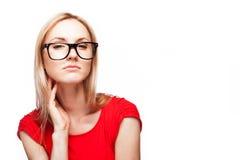 Ξανθή γυναίκα στο ύφος γραφείων Στοκ Φωτογραφίες