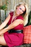 ξανθή κόκκινη γυναίκα φορ&epsil Στοκ φωτογραφία με δικαίωμα ελεύθερης χρήσης