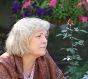 ξανθή μέση γυναίκα ηλικίας Στοκ φωτογραφία με δικαίωμα ελεύθερης χρήσης