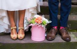 ξανθή νυφική φορεμάτων γαμήλια λευκή γυναίκα ομπρελών ύφους μόδας πρότυπη Στοκ φωτογραφία με δικαίωμα ελεύθερης χρήσης