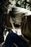 ξανθή σκέψη κοριτσιών Στοκ εικόνα με δικαίωμα ελεύθερης χρήσης