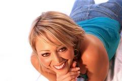 ξανθή χαμογελώντας γυναίκα Στοκ φωτογραφία με δικαίωμα ελεύθερης χρήσης