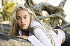 ξανθή όμορφη γυναίκα Στοκ Εικόνες