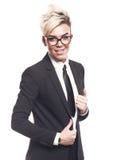 Ξανθή όμορφη επιχειρησιακή κυρία στο μαύρο κοστούμι Στοκ εικόνα με δικαίωμα ελεύθερης χρήσης