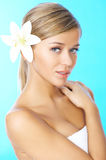 ξανθός μαλλιαρός ομορφιά&sig Στοκ εικόνα με δικαίωμα ελεύθερης χρήσης