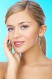 ξανθός μαλλιαρός ομορφιά&sig Στοκ φωτογραφίες με δικαίωμα ελεύθερης χρήσης