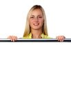 Ξανθός πίσω από την άσπρη αφίσα Στοκ φωτογραφία με δικαίωμα ελεύθερης χρήσης