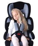 Ξανθός ύπνος κοριτσιών στο κάθισμα ασφάλειας παιδιών που απομονώνεται Στοκ φωτογραφία με δικαίωμα ελεύθερης χρήσης
