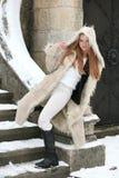 ξανθό κορίτσι γουνών παλτών Στοκ Εικόνες
