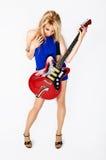 Ξανθό κορίτσι με την ηλεκτρική κιθάρα Στοκ Φωτογραφία
