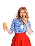 Ξανθό κορίτσι με το παγωτό Στοκ Φωτογραφία
