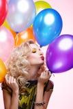ξανθό κορίτσι μπαλονιών στοκ εικόνες με δικαίωμα ελεύθερης χρήσης