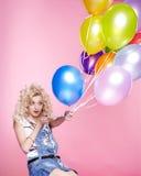 ξανθό κορίτσι μπαλονιών στοκ φωτογραφίες με δικαίωμα ελεύθερης χρήσης