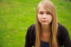 ξανθό κορίτσι υπαίθρια Στοκ Εικόνες