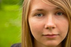 ξανθό κορίτσι υπαίθρια Στοκ φωτογραφίες με δικαίωμα ελεύθερης χρήσης