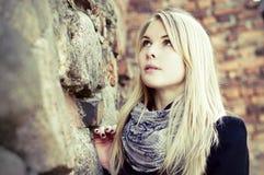 ξανθό να ανατρέξει γυναίκα πορτρέτου αρκετά Στοκ εικόνα με δικαίωμα ελεύθερης χρήσης