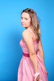 ξανθό ροζ κοριτσιών φορεμά& Στοκ Εικόνες