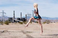 ξανθό τρέξιμο κοριτσιών μόδας προκλητικό Στοκ Εικόνες
