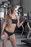 Ξανθό bodybuilder workout Στοκ φωτογραφίες με δικαίωμα ελεύθερης χρήσης