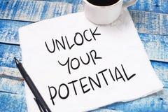 Ξεκλειδώστε τη δυνατότητά σας, επιχειρησιακά κινητήρια εμπνευσμένα αποσπάσματα στοκ εικόνα