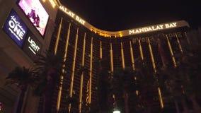 Ξενοδοχείο και χαρτοπαικτική λέσχη κόλπων Mandaly στο Λας Βέγκας τη νύχτα - δείτε από τη λεωφόρο του Λας Βέγκας - ΗΠΑ 2017 φιλμ μικρού μήκους