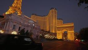 Ξενοδοχείο και χαρτοπαικτική λέσχη Λας Βέγκας του Παρισιού το βράδυ - ΗΠΑ 2017 απόθεμα βίντεο