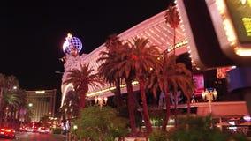 Ξενοδοχείο και χαρτοπαικτική λέσχη Harrahs στο Λας Βέγκας τη νύχτα - δείτε από τη λεωφόρο του Λας Βέγκας - ΗΠΑ 2017 απόθεμα βίντεο