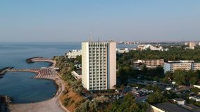 Ξενοδοχείο σύνθετο στην ακτή Μαύρης Θάλασσας, στη Ρουμανία, Ευρώπη Εικόνες από ένα ύψος απόθεμα βίντεο