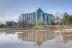 Ξενοδοχείο Hilton και απεικόνιση της λίμνης σε Markham, Καναδάς Στοκ εικόνα με δικαίωμα ελεύθερης χρήσης
