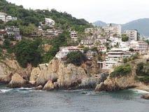 Ξενοδοχεία και απότομοι βράχοι Acapulco Στοκ εικόνα με δικαίωμα ελεύθερης χρήσης