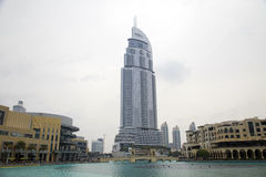 Ξενοδοχείο και λίμνη Burj Ντουμπάι διευθύνσεων στο Ντουμπάι. Στοκ Εικόνα