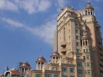 Ξενοδοχείο και ακολουθίες Al Murooj Rotana στο Ντουμπάι, Ε.Α.Ε. στοκ εικόνα με δικαίωμα ελεύθερης χρήσης