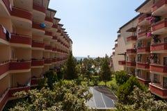 Ξενοδοχείο σε Antalya, Τουρκία με την άποψη στη θάλασσα Στοκ φωτογραφία με δικαίωμα ελεύθερης χρήσης