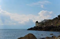 Ξενοδοχείο στην παραλία το βράδυ στοκ φωτογραφίες με δικαίωμα ελεύθερης χρήσης