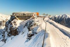 Ξενοδοχείο στο χιονοδρομικό κέντρο κακό Gastein στα χειμερινά χιονώδη βουνά, Αυστρία, έδαφος Σάλτζμπουργκ Στοκ Εικόνες