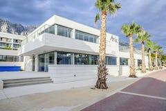 Ξενοδοχείο Aria, στην προκυμαία στη παραθεριστική πόλη Makarska στην αδριατική θάλασσα Στοκ Φωτογραφίες