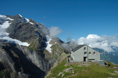 Ξενώνας κοντινό Grindelwald βουνών στην Ελβετία Στοκ Φωτογραφίες