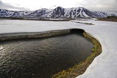 Ξεπαγωμένος και βουνά Kamchatka Στοκ Φωτογραφίες