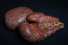 Ξεπερασμένα εκλεκτής ποιότητας εγκιβωτίζοντας γάντια δέρματος Στοκ εικόνες με δικαίωμα ελεύθερης χρήσης