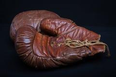 Ξεπερασμένα εκλεκτής ποιότητας εγκιβωτίζοντας γάντια δέρματος Στοκ εικόνα με δικαίωμα ελεύθερης χρήσης
