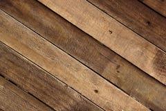Ξεπερασμένα ξύλινα Slats που τοποθετούνται για να διαμορφώσουν έναν τοίχο ξυλείας Στοκ Εικόνα